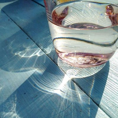 Quellwasser im Glas