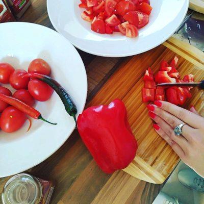 Vorbereitungen für rohköstliche Tomaten - Paprika - Suppe